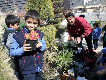 روز خوب درخت کاری در دبستان تطبیقی و بین الملل پسران به یادماندنی و خاطره انگیز شد