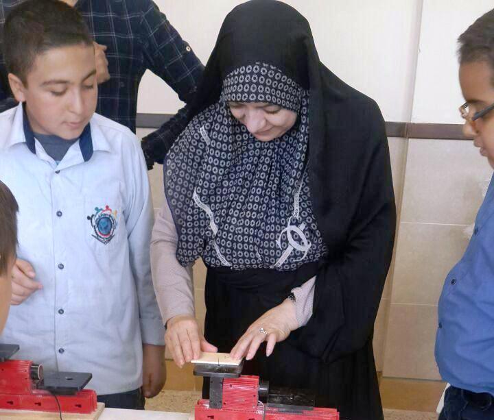 برگزاری کارگاه قلم حکاکی ،داربافندگی ، کارگاه چوب ، و برش فوم ویژه دانش آموزان هر دو بخش